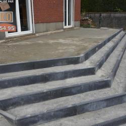 Pose de bordures pour escalier